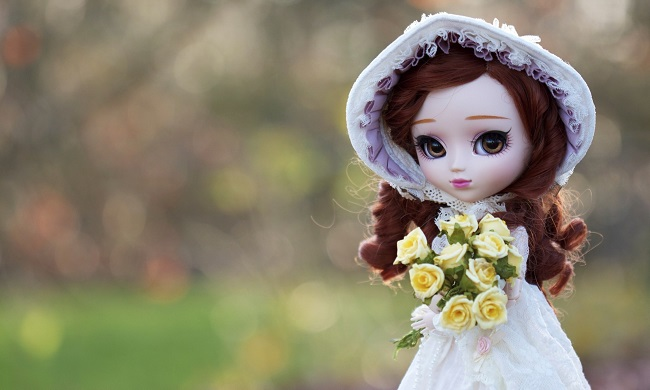 Кукла и белая роза. Автор неизвестен.