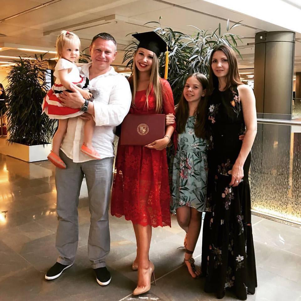 Сергей Озеров с семьёй